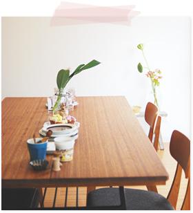 テーブルと植物と食器